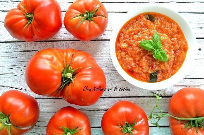 Crema de tomate y albahaca a la italiana