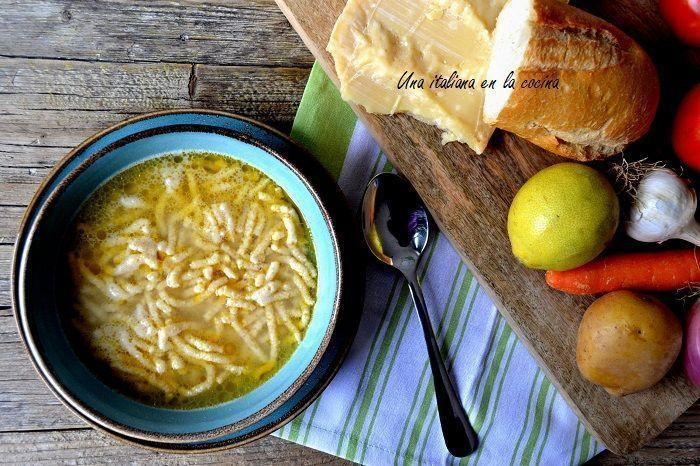 Passatelli con caldo de pollo, pasta fresca tradicional