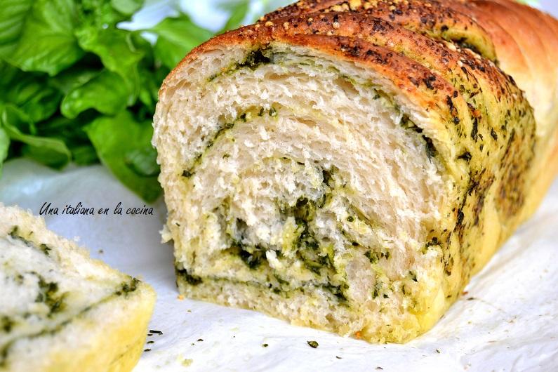 Pan brioche con pesto de albahaca