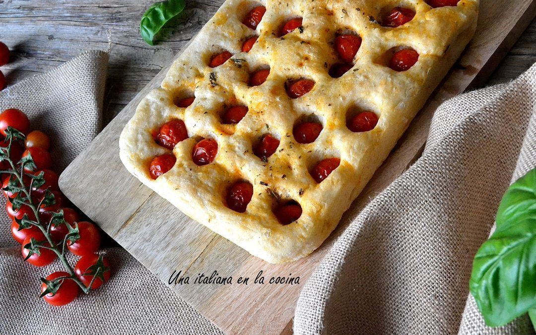 Focaccia con tomates cherry