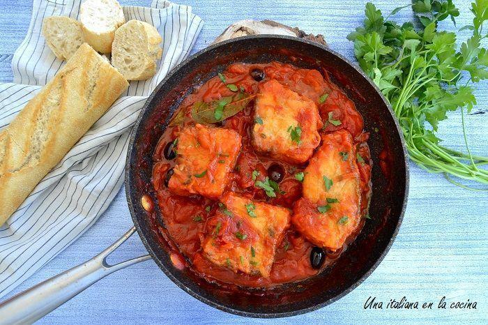 Bacalao a la livornesa, una receta mediterránea.