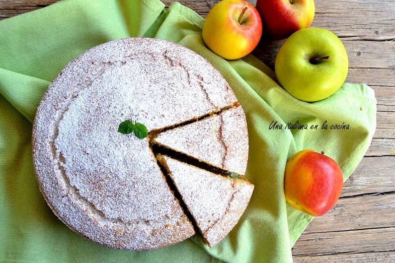 Bizcocho de manzana sin tropezones con manzana triturada