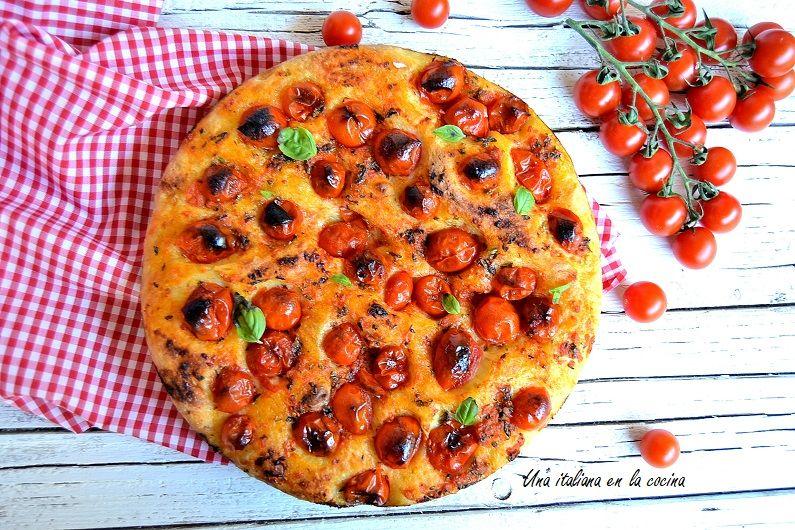 Focaccia barese con tomates cherry